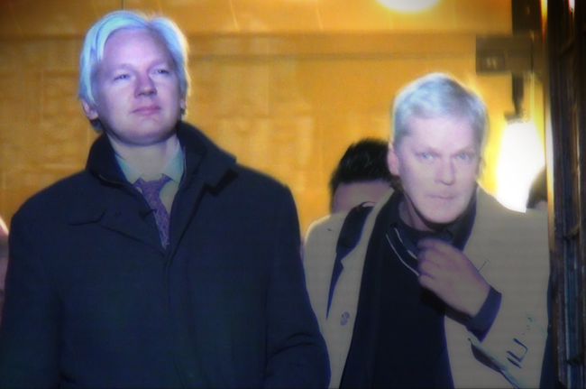 Assange and Hrafnsson exit Supreme Court hearing, Feb 2, 2012 - photo Cathy Vogan
